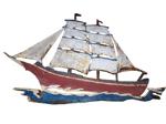 3-Master Segelboot aus Metall an Hauswand